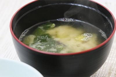 さつま芋とほうれん草の味噌汁